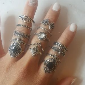 Jewelry - Stylish stackable ring set